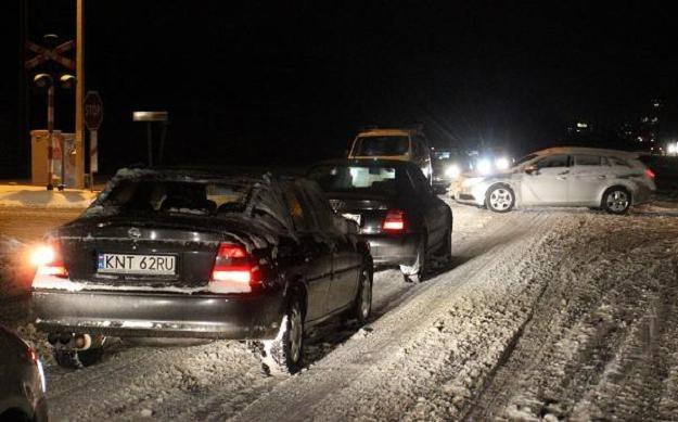 Na zakopiance panują trudne warunki jazdy /PAP