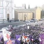 """""""Na zawsze nasz kapitan"""". Tysiące ludzi pożegnały we Florencji Davide Astoriego"""