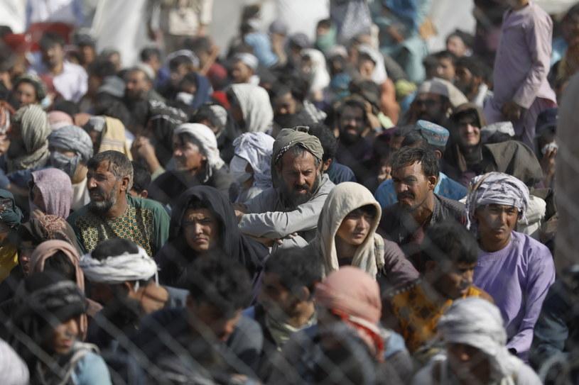 Na zdj. Afgańczycy zebrani przy granicy z Iranem /MOHAMMAD JAVADZADEH /PAP/EPA