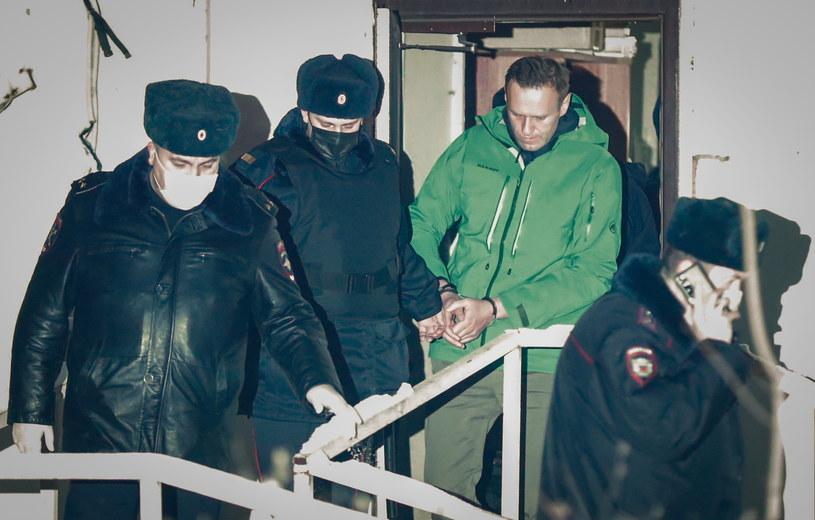 Na zdj. Aleksiej Nawalny wyprowadzany z komisariatu w Chimkach pod Moskwą /Sergei Ilnitsky /PAP/EPA