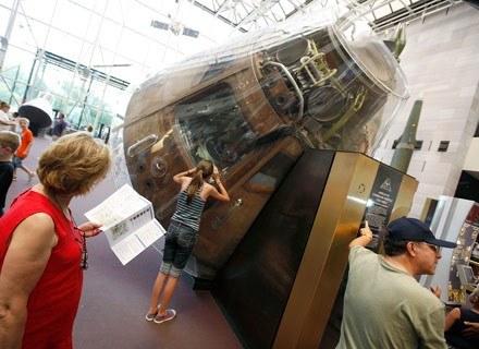 Na zdj. Apollo 11 wystawiony w Muzeum Narodowym Przestrzeni Kosmicznej,16 lipiec 2009 r. Waszyngton /AFP