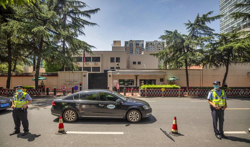 Na zdj. budynek konsulatu w Czengdu /ALEX PLAVEVSKI /PAP/EPA