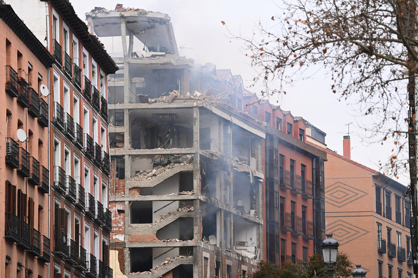 Na zdj. budynek uszkodzony w wyniku eksplozji /GABRIEL BOUYS / AFP /AFP