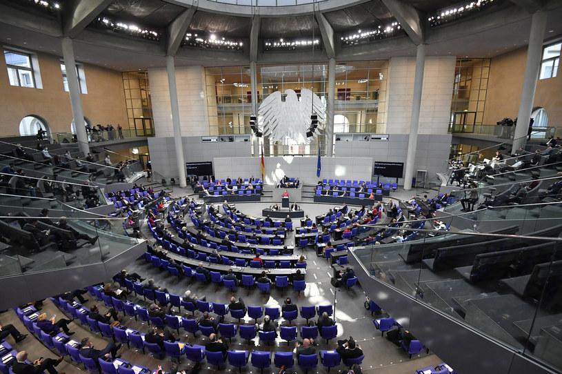 Na zdj. Bundestag obradujący w czasach pandemii koronawirusa /TOBIAS SCHWARZ / AFP /AFP