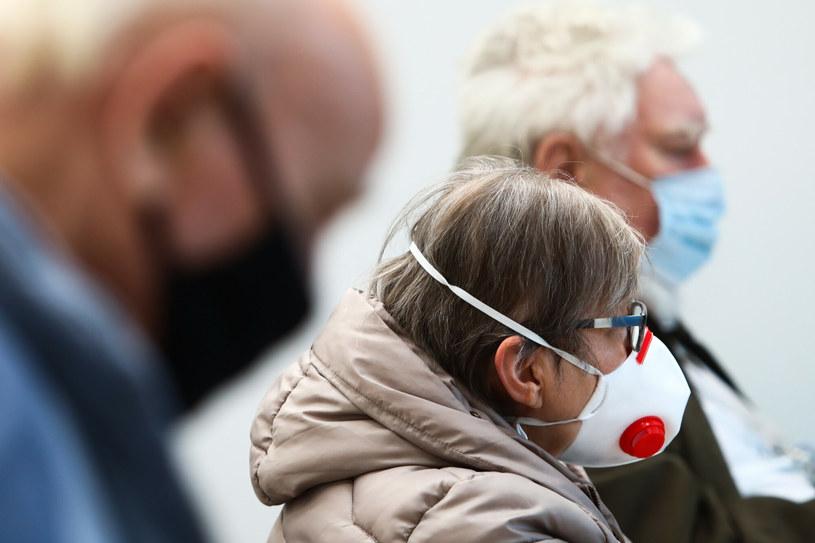 Na zdj. chętni na szczepienie w w hali EXPO Kraków /Beata Zawrzel/REPORTER /Reporter