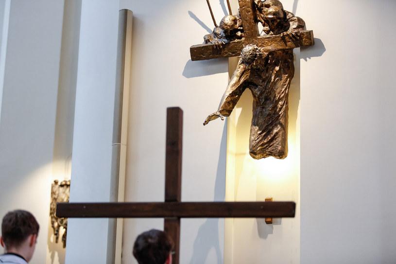 Na zdj. Droga Krzyżowa w Wielki Piątek w Archikatedrze Chrystusa Króla w Katowicach (30.03.2018) /Tomasz Kawka /East News