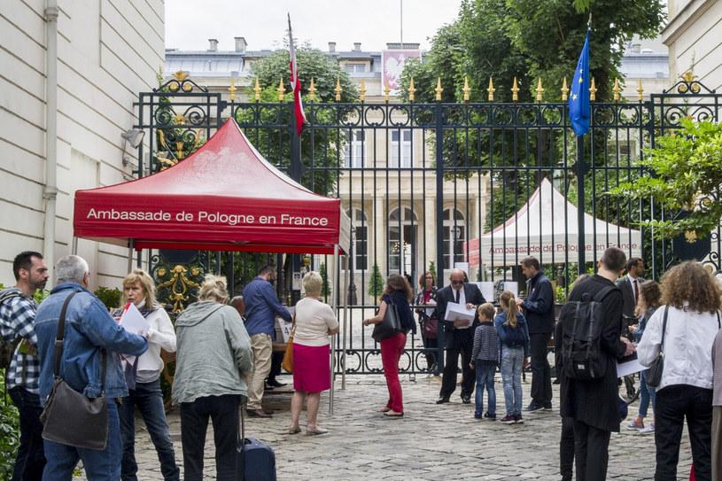 Na zdj. głosowanie w Paryżu podczas pierwszej tury polskich wyborów prezydenckich /Marta Darowska/REPORTER /Reporter