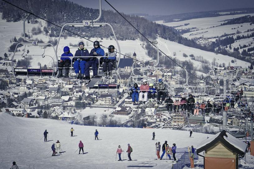 Na zdj. jedna ze stacji narciarskich w okolicach Krynicy Górskiej /Dariusz ZAROD/East News /East News