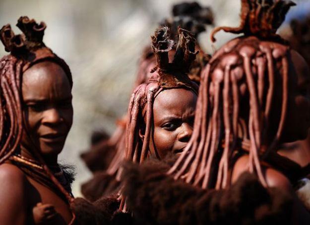 Na zdj. Kobiety z plemienia Himba /AFP