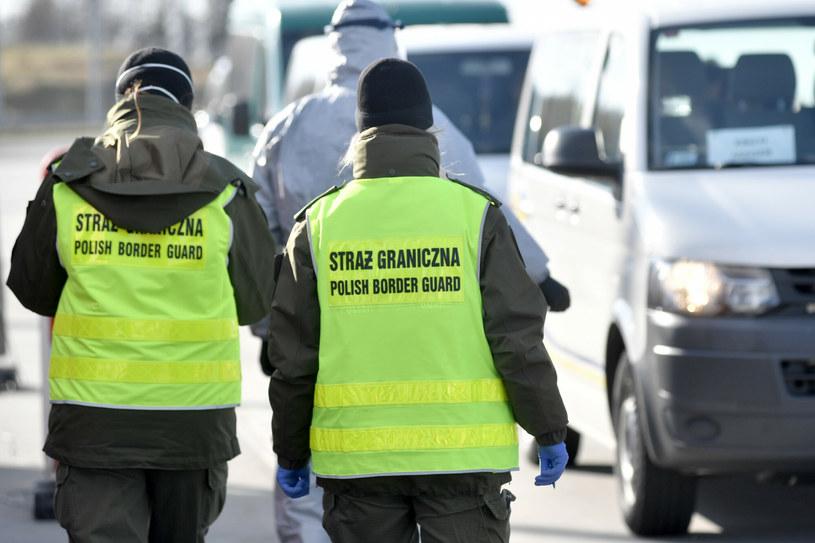 Na zdj. kontrola na granicy z Czechami w kwietniu ubiegłego roku /Lukasz Kalinowski/East News /East News