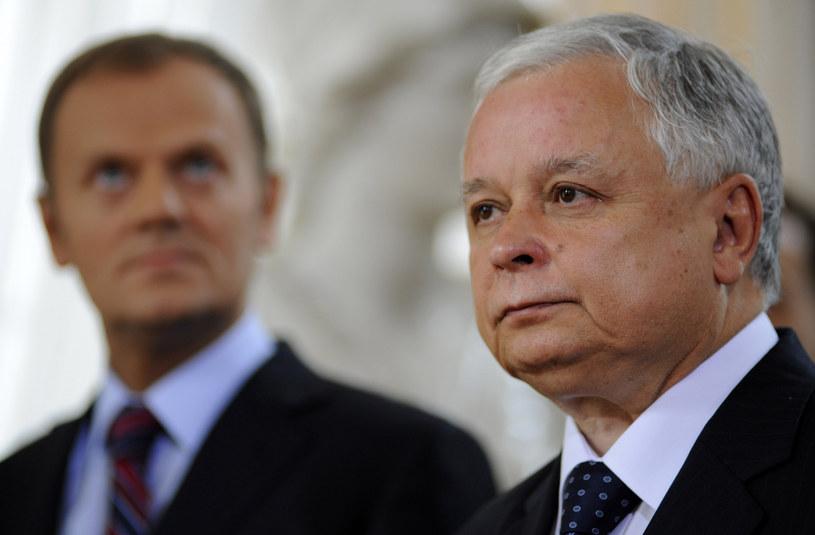 Na zdj. Lech Kaczyński i Donald Tusk /Donat Brykczyński/Reporter /Reporter