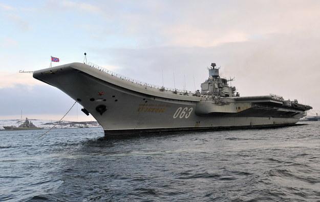 """Na zdj. lotniskowiec """"Admirał Kuzniecow"""" /Lev Fedoseyev /PAP/ITAR-TASS"""