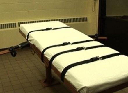 Na zdj. łóżko, na którym podają skazańcowi zastrzyk śmierci /AFP
