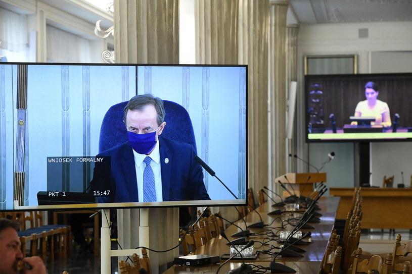 Na zdj. marszałek Senatu Tomasz Grodzki podczas transmisji obrad Senatu / Radek Pietruszka   /PAP