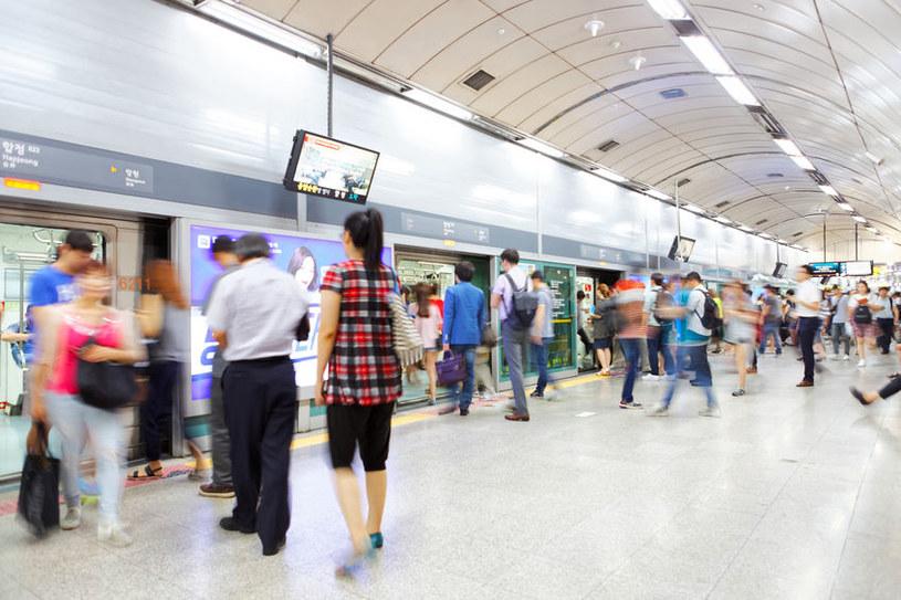 Na zdj. mieszkańcy stolicy Korei Płd. /123RF/PICSEL