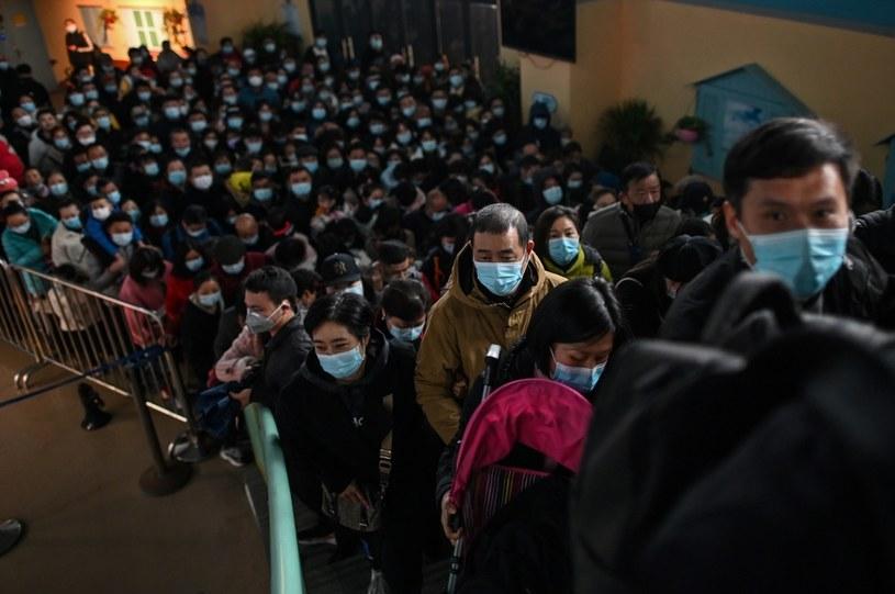 Na zdj. odwiedzający Haichang Ocean Park w Wuhanie (23.11.2020) /HECTOR RETAMAL/AFP /AFP