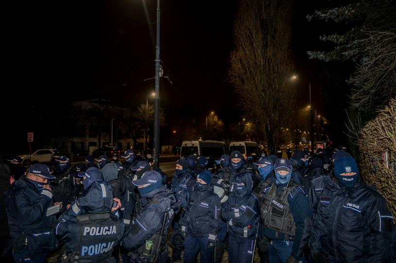 Na zdj. policjanci zmobilizowani z powodu akcji zorganizowanej na warszawskim Żoliborzu /Marcin Bruniecki/ Reporter /Reporter