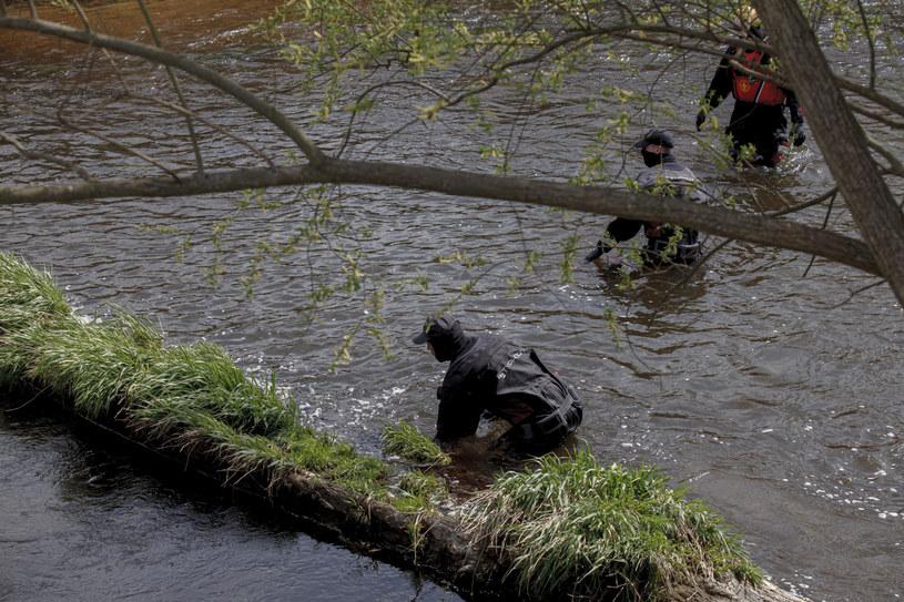 Na zdj. poszukiwania chłopca w rzece Kwisie /TOMASZ GOLLA/AGENCJA SE /East News