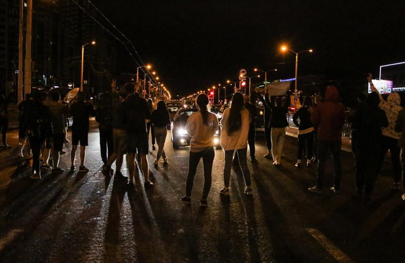Na zdj. protestujący w Mińsku (13.08.2020) / STR   /PAP/EPA