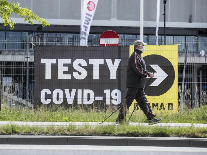 Na zdj. punkt testowania we Wrocławiu /MAREK BEREZOWSKI/REPORTER /Reporter