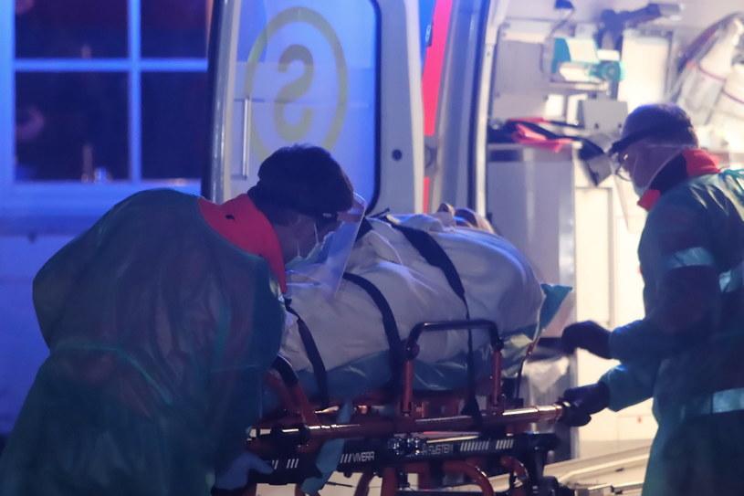 Na zdj. Roman Giertych zabierany do szpitala /Wojciech Olkuśnik /PAP