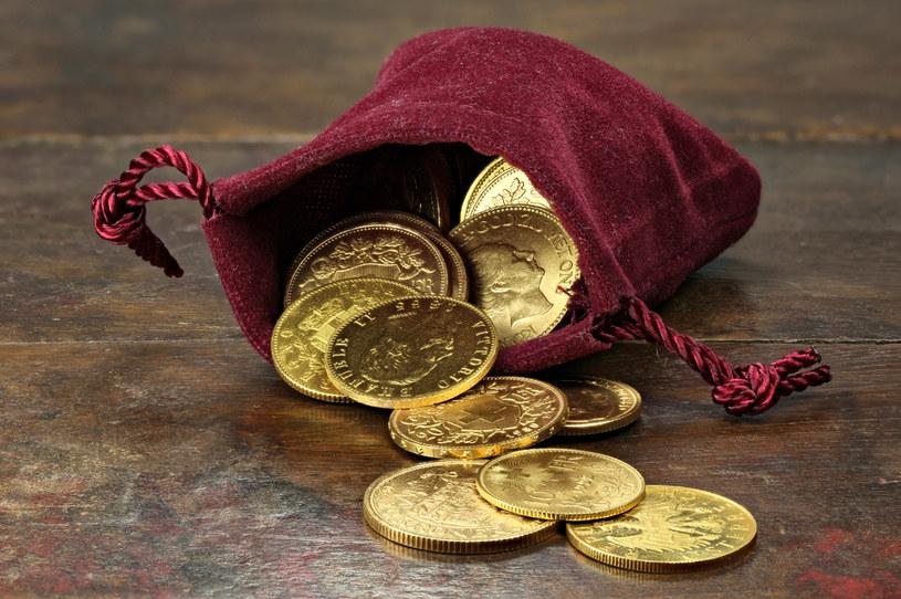 Na zdj. różne złote monety z XIX i XX w. /123RF/PICSEL