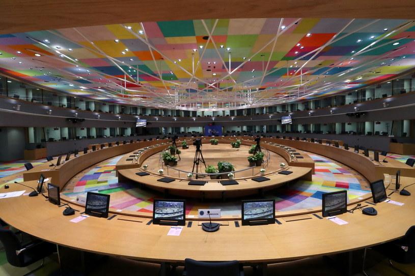 Na zdj. sala posiedzeń, w której odbędzie się szczyt przywódców UE /YVES HERMAN / POOL /PAP/EPA