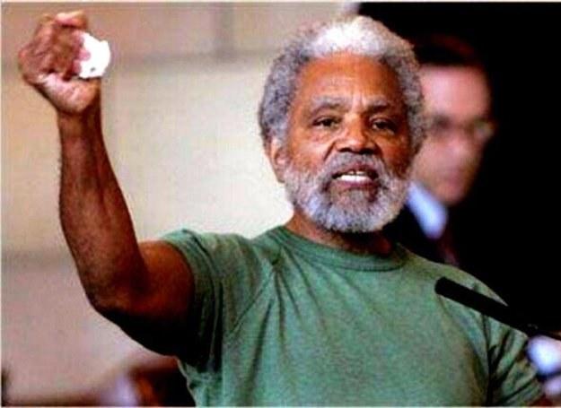 Na zdj. Senator Ernie Chambers, jeden z śmiertelników próbujących stawić Boga przed ziemskim sądem /MWMedia