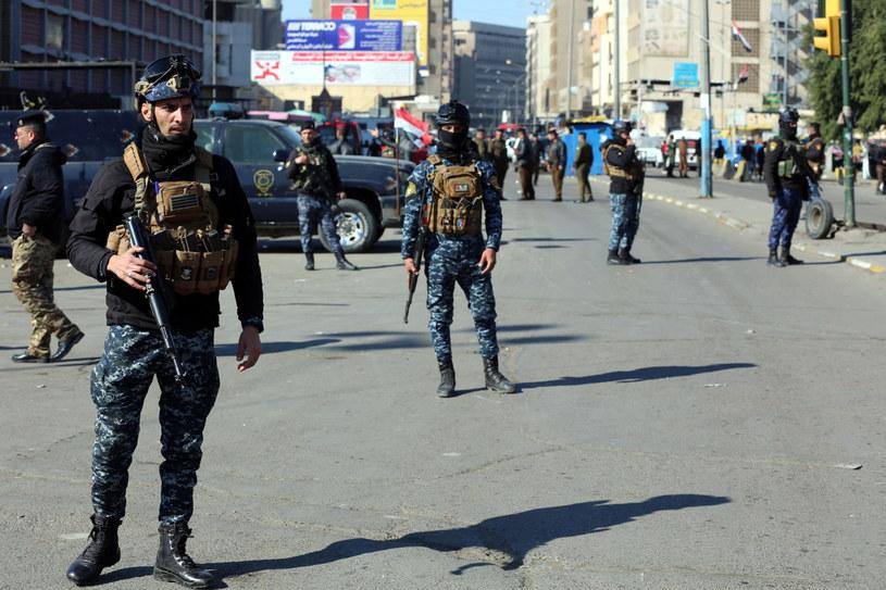 Na zdj. służby na miejscu wybuchu w Bagdadzie / AHMED JALIL    /PAP/EPA
