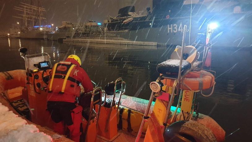 Na zdj. sopockie WOPR podczas akcji poszukiwania marynarza polskiego okrętu wojennego na Zatoce Gdańskiej /Sopockie WOPR HANDOUT /PAP
