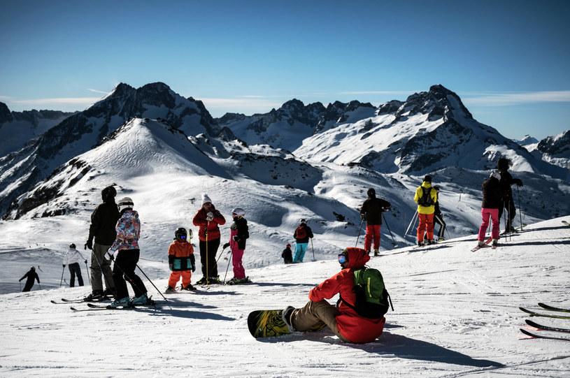 Na zdj. stok narciarski jednego z ośrodków we francuskich Alpach /JEFF PACHOUD / AFP /AFP
