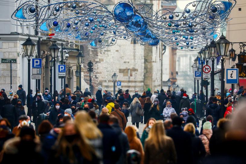 Na zdj. tłumy turystów na ulicach Krakowa w pierwszy weekend nowego roku /Beata Zawrzel/REPORTER /Reporter