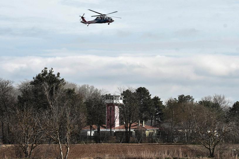 Na zdj. turecki helikopter policyjny monitorujący granicę grecko-turecką /SAKIS MITROLIDIS /AFP