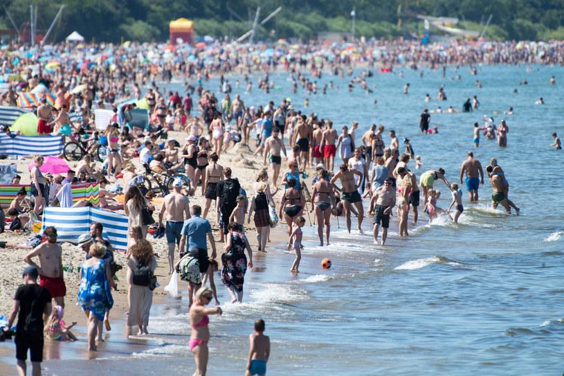 Na zdj. turyści w Brzeźnie (18.07.2020) /Wojciech Strozyk/REPORTER /Reporter