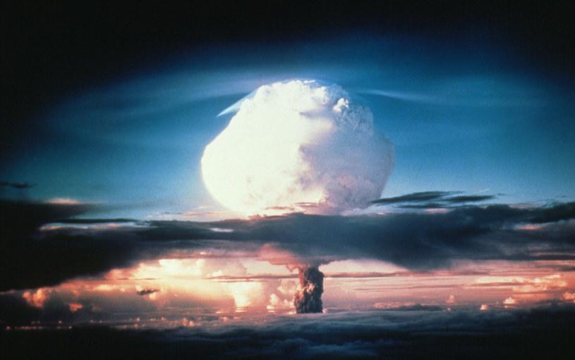 Na zdj. wybuch pierwszej bomby termojądrowej lub wodorowej na atolu Eniwetok na południowym Pacyfiku w 1954 roku /East News
