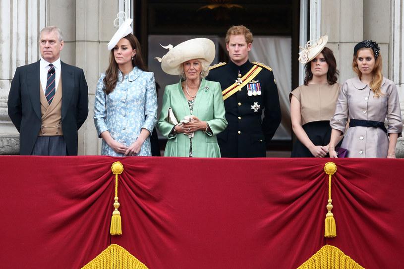 Na zdjęciach często można zauważyć z jakim dystansem księżniczki Beatrycze i Eugenia traktują Kate /Chris Jackson /Getty Images