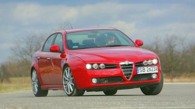 Na zdjęciach ilustrujących materiał występuje Alfa 159 po liftingu, wersja z silnikiem Diesla 2.0 JTDm i pakietem Ti. Orientacyjna cena 35 tys. zł. /Motor