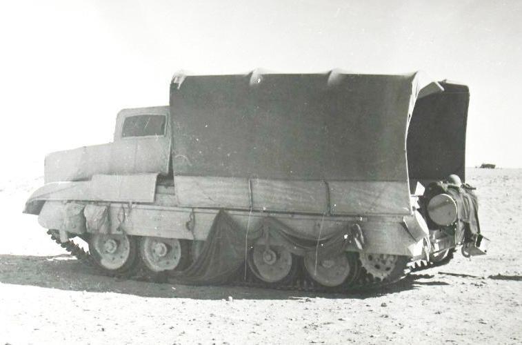 """Na zdjęciach lotniczych """"ciężarówki"""" wyglądały jak prawdziwe /Wikimedia Commons /INTERIA.PL/materiały prasowe"""