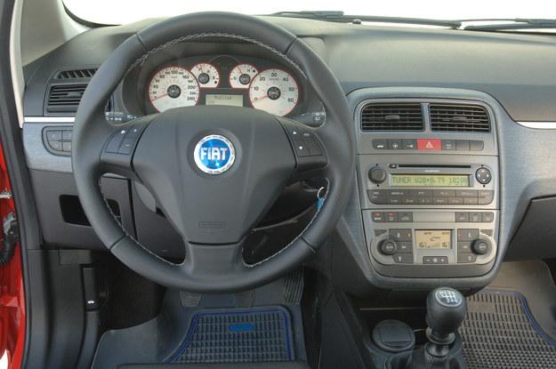 Na zdjęciach prezentujących wnętrze występuje wersja wysokoprężna. /Motor