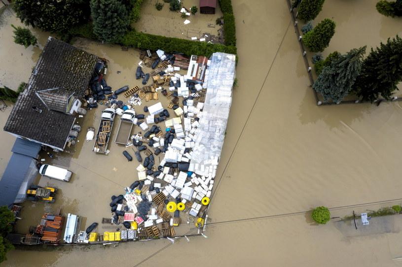 Na zdjęciach z lotu ptaka zalania w Łapanowie koło Wieliczki (21.06) /Darek Delmanowicz /PAP
