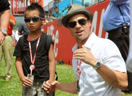 Na zdjęciu: aktor Brad Pitt z synem Maddoxem Jolie-Pitt na Grand Prix Włoch. Mugello , 1 czerwca 200 /AFP