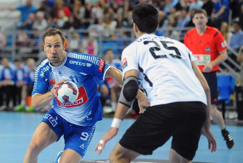 Na zdjęciu Alexander Tioumentsev atakuje w meczu z Besiktasem /Mateusz Jagielski /East News