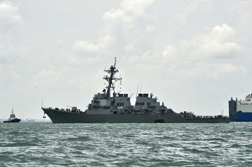 Na zdjęciu: Amerykański niszczyciel rakietowy USS John McCain /ROSLAN RAHMAN /AFP