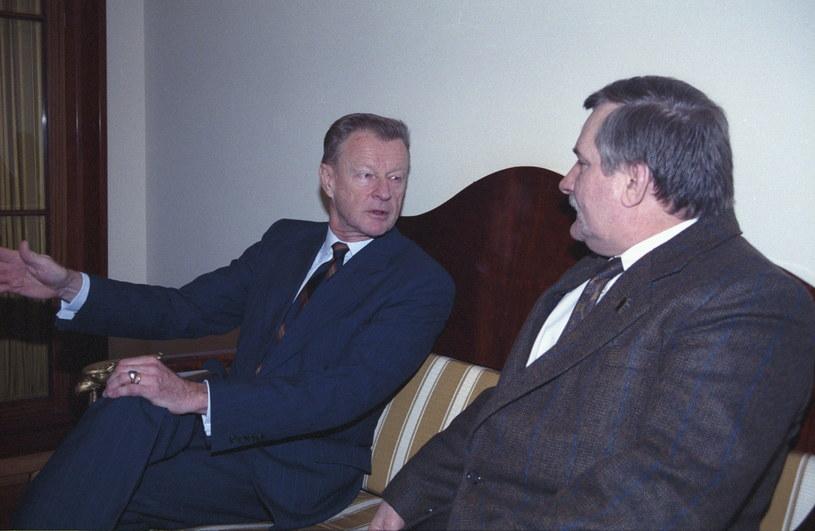 Na zdjęciu archiwalnym z 10.01.1991 roku spotkanie byłego doradcy prezydenta Stanów Zjednoczonych ds. bezpieczeństwa prof. Zbigniewa Brzezińskiego z prezydentem RP Lechem Wałęsą /Jan Morek /PAP