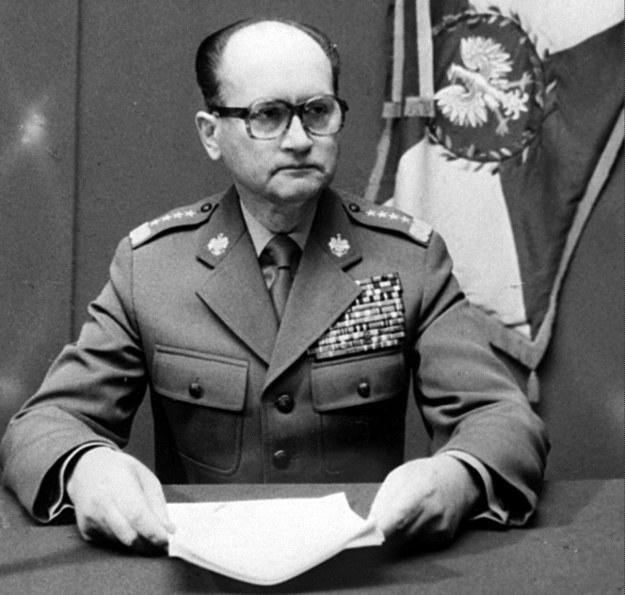 Na zdjęciu archiwalnym z 13.12.1981 r. generał Wojciech Jaruzelski ogłasza stan wojenny /PAP