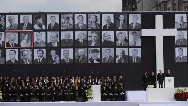 Na zdjęciu archiwalnym z 17.04.2010 r. uroczystości żałobne na Placu Piłsudskiego w Warszawie /Jacek Turczyk /PAP