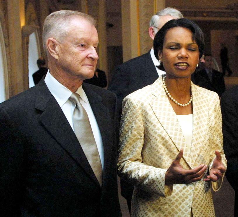 Na zdjęciu archiwalnym z 19.07.2002 r. były doradca prezydenta Cartera ds. bezpieczeństwa narodowego Zbigniew Brzeziński oraz szefowa Rady Bezpieczeństwa Narodowego Condoleezza Rice /Jerzy Undro /PAP