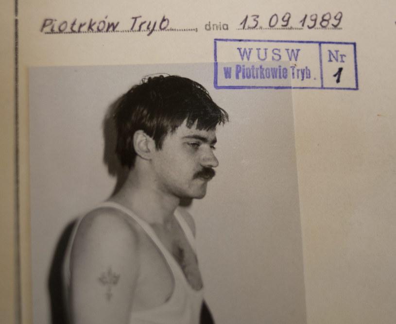 Na zdjęciu archiwalnym z 20.01.2014 r akta sprawy karnej przeciwko Mariuszowi Trynkiewiczowi /Grzegorz Michałowski /PAP