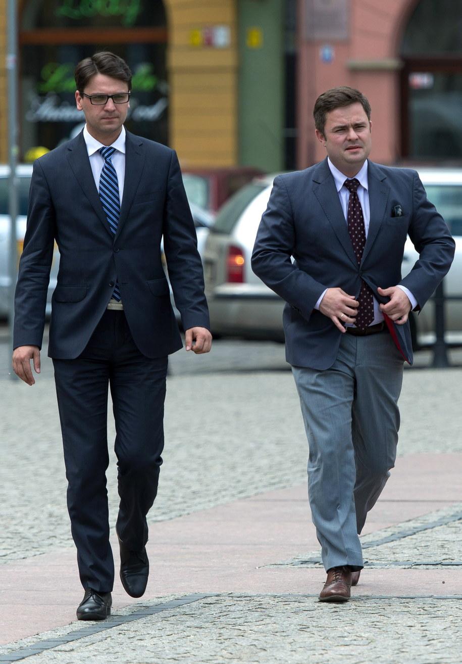 Na zdjęciu archiwalnym z maja 2014: Mariusz Antoni Kamiński i Adam Hofman /Maciej Kulczyński /PAP