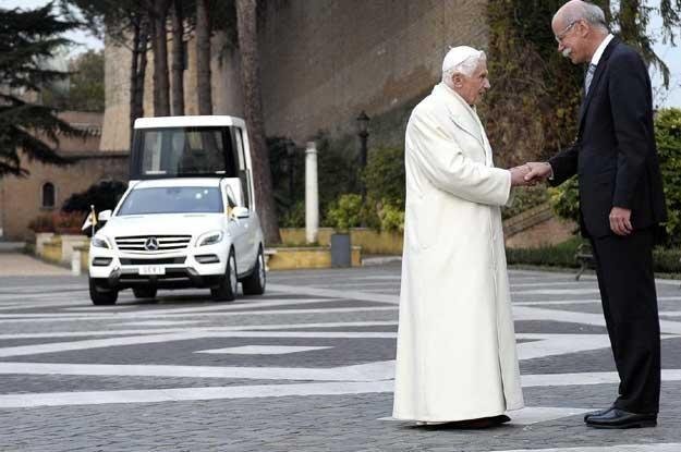 Na zdjęciu Benedykt XVI i szef  Daimler AG Dieter Zetsche /PAP